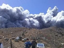 В Японии в результате извержения вулкана Онтаке пострадали восемь человек