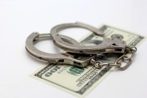 Преподавательницу одесского учебного заведения поймали на взятке