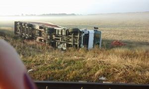 Авария: возле Первомайска Николаевской области перевернулась фура с луком