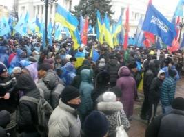 Под ВР активисты требуют пересмотреть проект Госбюджета на 2015 год