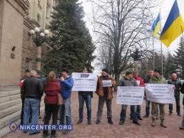 «Платите за свой пиар сами» - в Николаеве сессия горсовета началась с акции протеста