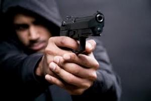 В Николаеве продавщица дала отпор налетчику с пистолетом