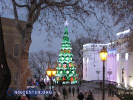 В преддверии нового года Одесса засияла праздничной иллюминацией