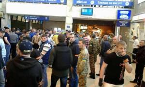 Активисты заблокировали нардепов «Оппоблока» в Одесском аэропорту
