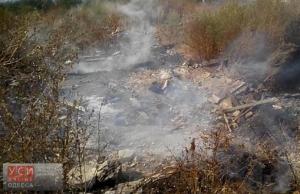 В Одессе горела многолетняя свалка мусора