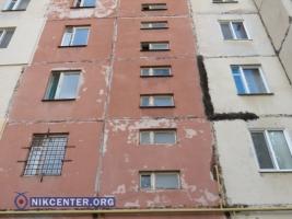 В Николаеве нарушения при строительстве банка привели к повреждению десятиэтажного дома