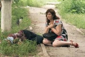 В поселке Коммунар мирным жителям оказывают помощь под минометным обстрелом со стороны террористов