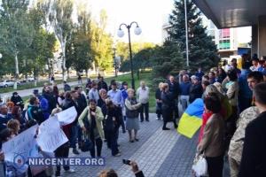 В Херсоне акция протеста против регистрации одиозного кандидата переросла в перепалки и потасовки. ФОТО. ВИДЕО