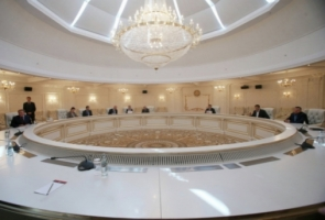 Выполнение подписанного в Минске меморандума об отводе войск должно начаться с сегодняшнего дня
