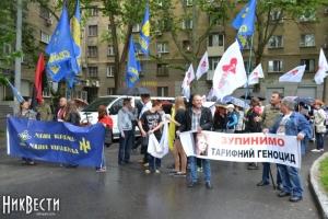 В Николаеве прошел марш протеста против роста тарифов
