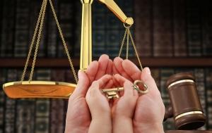 Правосудие по-украински. В результате судебного решения одинокая мать с трехлетним сыном могут оказаться на улице
