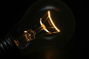 Порошенко рассмотрит петицию о прекращении поставки электроэнергии в Крым