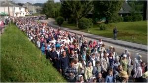 Активисты-радикалы не пустили крестный ход УПЦ в центр Житомира