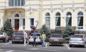 В Херсоне ликвидируют элитные парковки