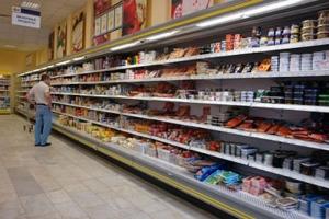 Оборот розничной торговли в Украине снизился на четверть