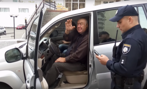 Полиция задержала за рулем иномарки пьяного кандидата в мэры Харькова (ВИДЕО)