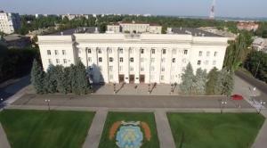 Глава Херсонского облсовета только после скандала включил в повестку дня сессии вопрос о судьбе 80% сельсоветов. ВИДЕО