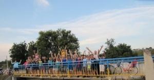 В Одесской области покрасили мост в цвета украинского флага
