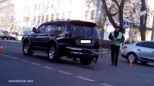 В Николаеве возле управления таможни столкнулись Mitsubishi Pajero и Mercedes-Benz