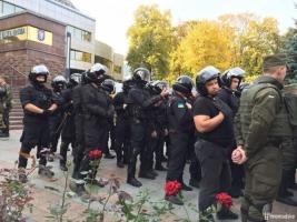 В Киеве возле Апелляционного суда произошли стычки, несколько человек задержаны