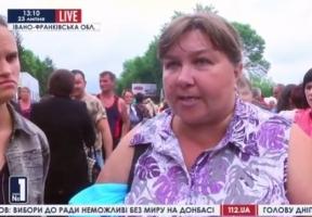 Десятки человек собрались под воинскими частями Ивано-Франковской области - протестуют родственники, получивших повестки