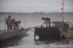В Херсоне состоялась первая в истории ВСУ понтонная переправа через Днепр: ФОТО