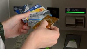 Банки обязали отказаться от платежных систем РФ