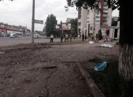 На пешеходном переходе в центре Луганска разорвался снаряд – 8 человек погибли