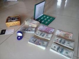 Золотые слитки и валюта: в доме задержанного первого замглавы николаевской налоговой провели обыск (ФОТО)