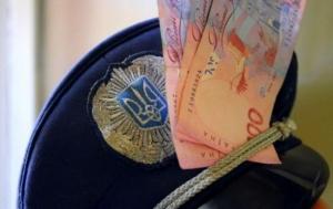 Полицейский из Черкасской области попался на взятке в 49 тысяч гривен