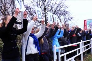 В Херсоне работники ГАИ провели флешмоб «живой светофор»