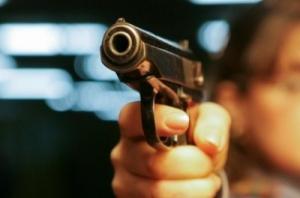В Одесе семейная пара стреляла по мужчинам, которые мочились на улице