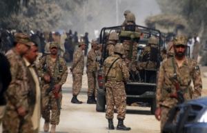 В Пакистане экстремисты захватили школу - погибли десятки детей
