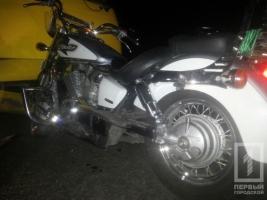 В Одессе мотоциклист врезался в маршрутку и сбежал