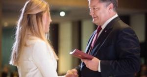 Президент наградил орденами николаевскую фехтовальщицу Харлан и ее тренера