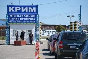 Российские службы отбирают паспорта украинцев на границе с Крымом