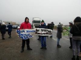 В Одесской области местные жители перекрыли трассу «Одесса — Кучурган», выступая против местного химзавода