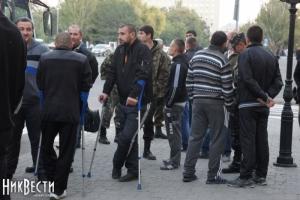 Раненых десантников николаевской 79-ки волонтеры повели в театр