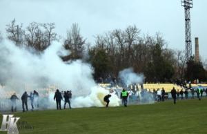 На Херсонщине футбольный матч закончился массовой дракой фанатов. Есть пострадавшие