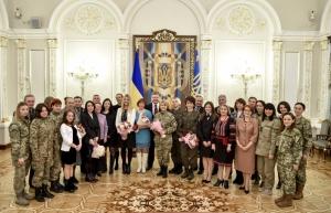 Порошенко наградил николаевскую саблистку Харлан орденом княгини Ольги