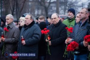 Николаевцы почтили память жертв геноцида украинского народа: ФОТОРЕПОРТАЖ