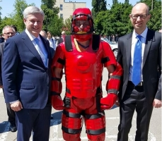 Из Канады для украинских милиционеров привезли