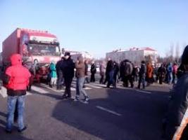 На Николаевщине уже во второй раз люди перекрывают трассу из-за отключений света
