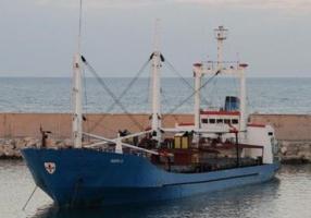 Из николаевского спецпорта Октябрьск вышло судно с автоматами и взрывчаткой. Его задержали в Греции