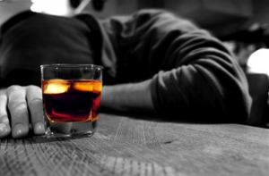 Массовое отравление алкоголем в Украине: 37 погибших, несколько выживших ослепли