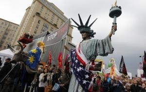 В Германии около 50 тыс. человек протестуют против торгового соглашения с США