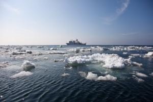 В Охотском море затонул траулер