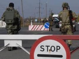 Во время обстрелов боевиками двух украинских КПП ранен пограничник