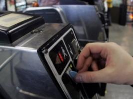 В Киеве приостановили продаж жетонов еще на двух станциях метро
