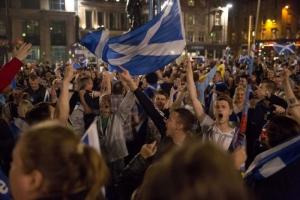 В Шотландии шесть человек были арестованы за участие в столкновениях между сторонниками и противниками независимости